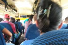 Dentro de un bus amarillo para Trojes